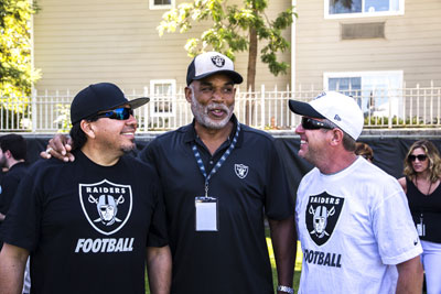 Cruz Pedregon, left, and  Tommy Johnson Jr., with four-time Pro Bowl tight end Raymond Chester at the Raiders training camp.
